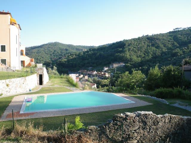 Riviera Attic Apt, pool & garage - Calice Ligure - Lägenhet