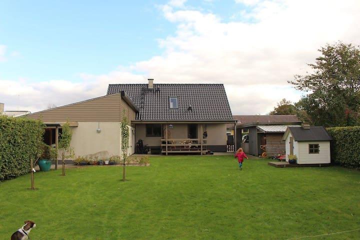 Familievenligt hus i naturskønt område - Vildbjerg - Huis