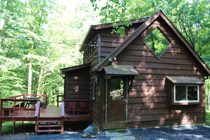 Woodland Retreat in the Poconos - East Stroudsburg - Stuga