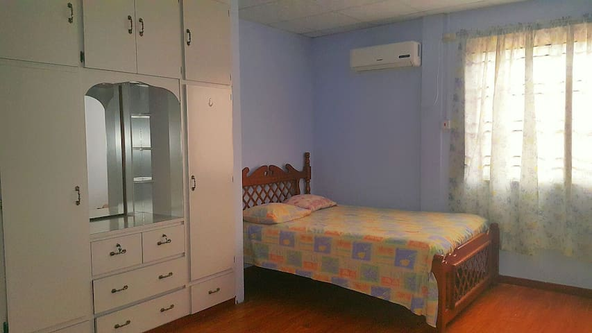 Cosy Room near Airport and Mall - Trincity