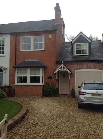 Double room in charming cottage - Solihull - Ev
