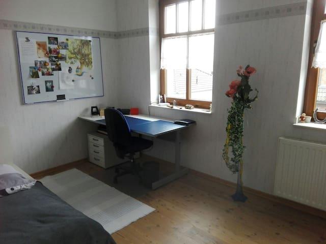 Sonniges Zimmer in Alpen-Villa - Alpen