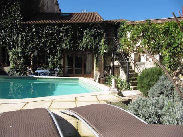 Lovely apartment in courtyard, pool - Tocane-Saint-Apre - Lägenhet