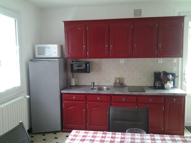 Appartement privé dans maison proche Bressuire - Bressuire - Apartamento