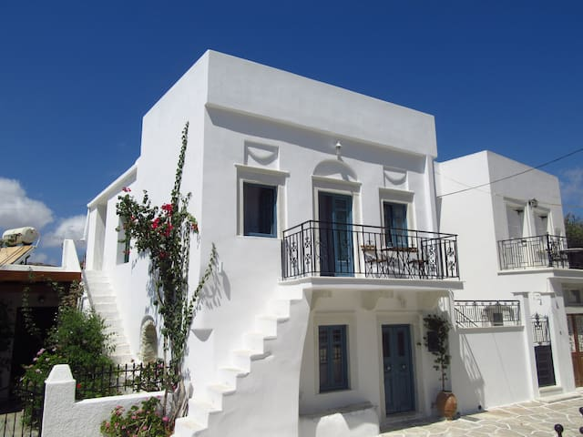 Traditional two-storey house - Naxos - Huis
