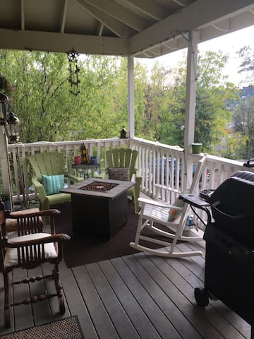 Cozy room nestled in heart of Placerville - Placerville