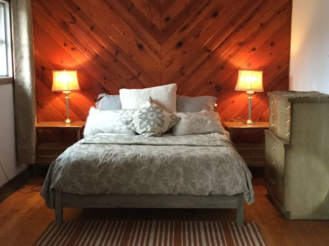 Rustic Chic Lake view cottage  50 miles from NYC - Vernon Township