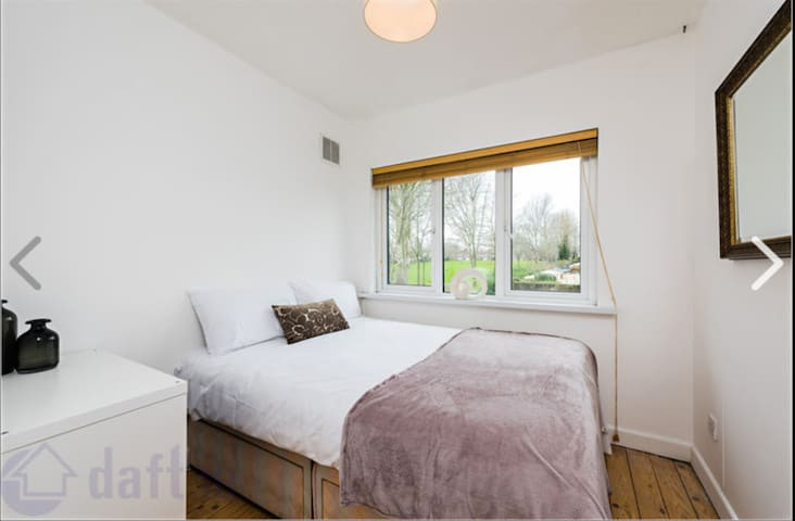 Double bedrooms available in modern family home - Castleknock - Hus