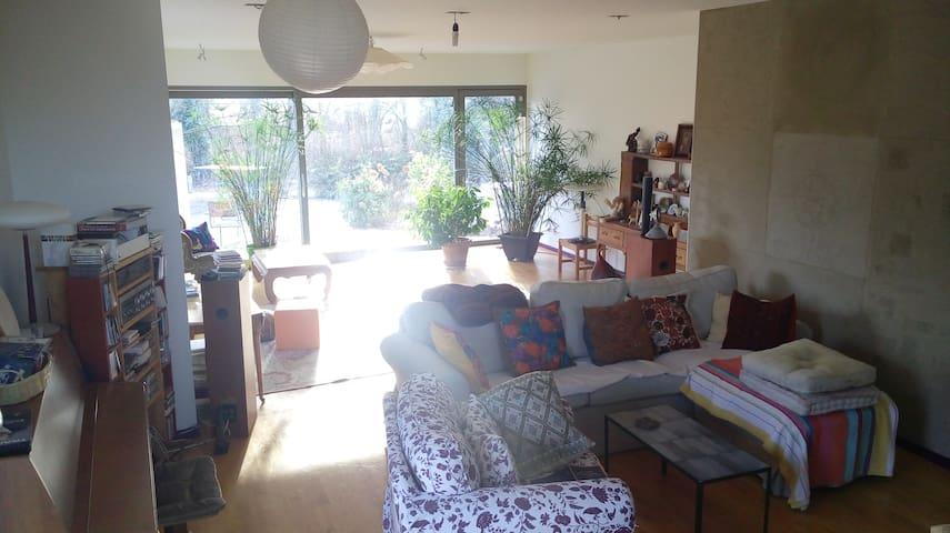 Spacious and calm room in big house - Cartigny - Hus