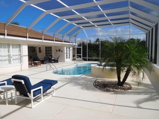 Great villa with private pool, spa at golf course - Inverness - Villa