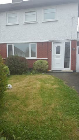 Ideal Family location - Santry - Hus