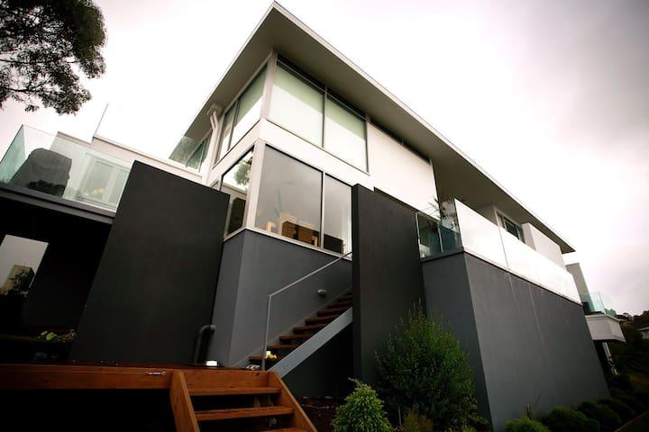 Hobart Luxury Waterfront Haven - HIA Award Winner. - Blackmans Bay - Casa
