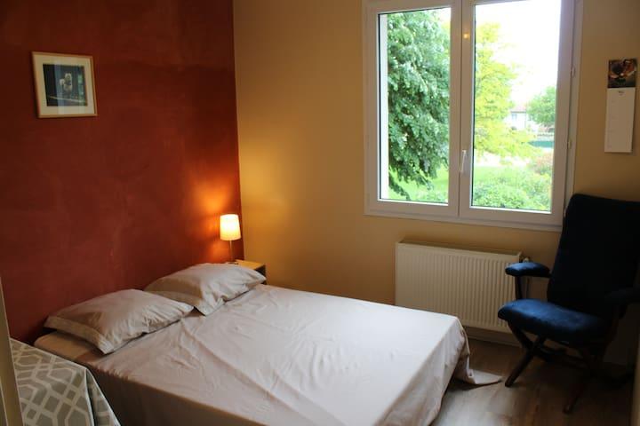 Chambre agréable en maison avec jardin - Chauray