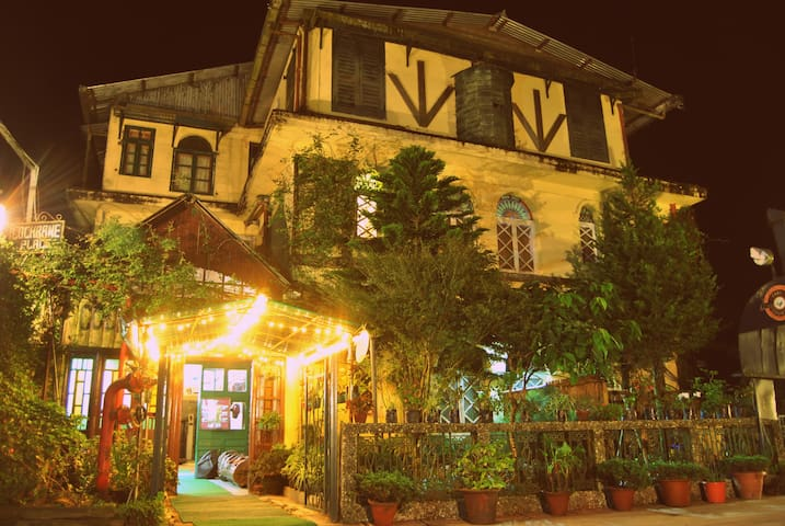 Colonial stay in tea country I Family suite I - Kurseong - Villa