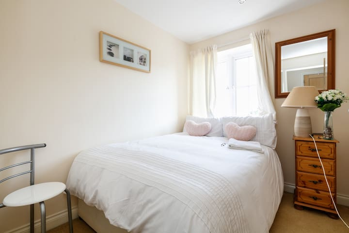 Cosy Shinning 1 Bedroom in 2 Bedroom Apartment - Manchester - Bed & Breakfast