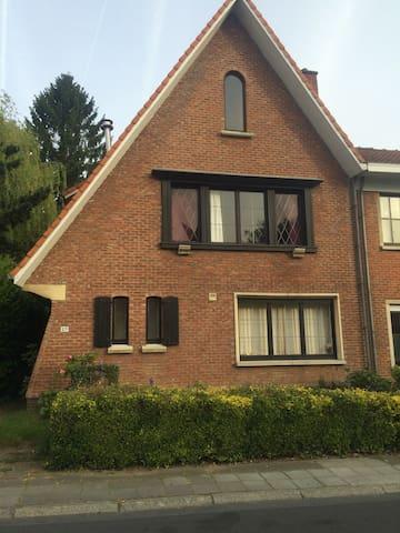 Maison chaleureuse à 5' De la ville - Wezembeek-Oppem - House