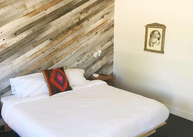 Room 02 at the Amigo Motor Lodge - Salida