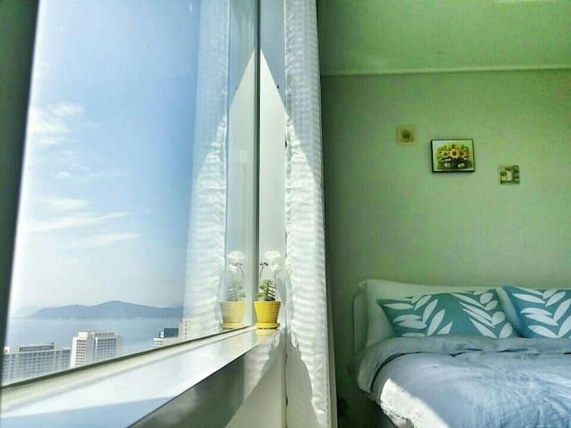 COZY and fantastic view최고의 해운대 숙소.지하철역☺무료주차,신축 - Haeundae-gu