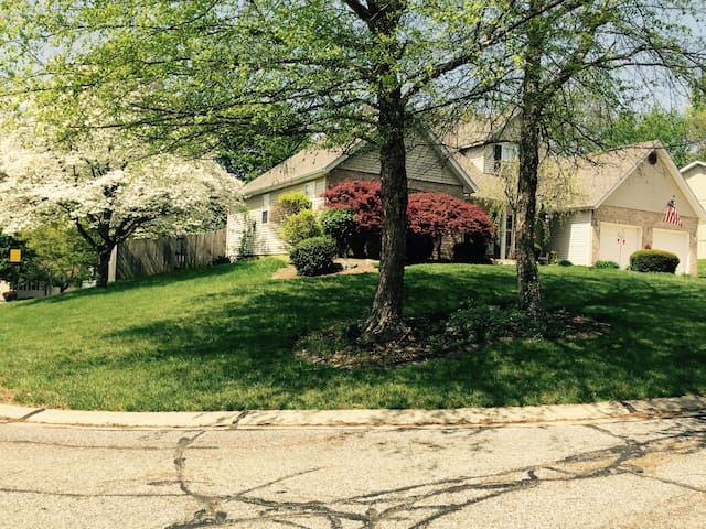 Private 2BR upstairs - Collinsville - Dom