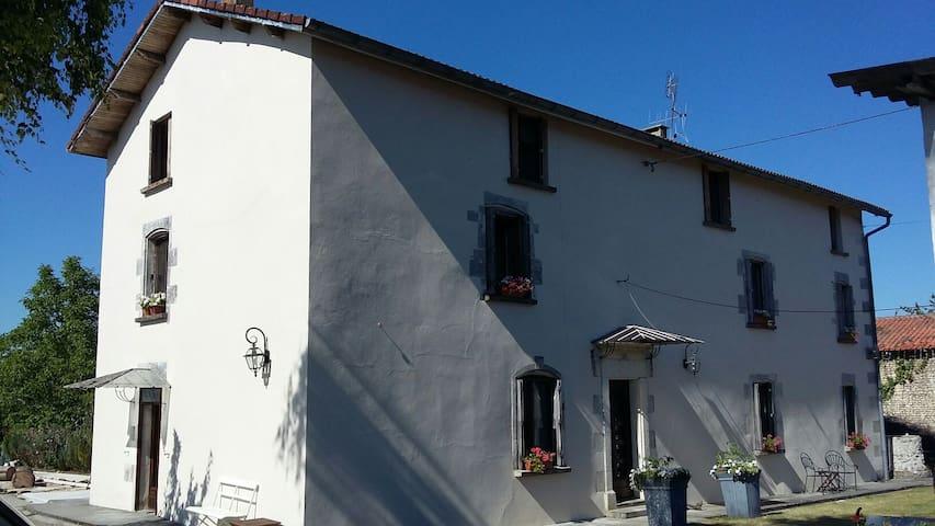 Charente, Le Vieux Couvent - Deviat  - Casa