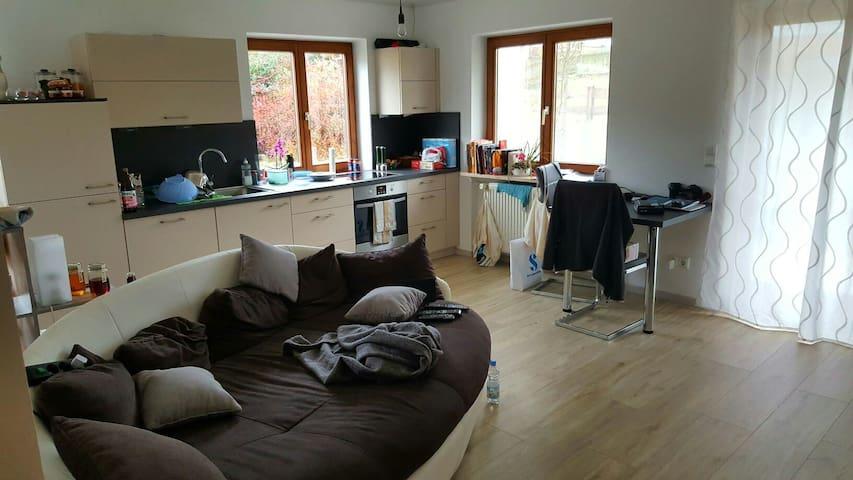 3 Zimmer Wohnung mit Garten - Irschenberg - Leilighet
