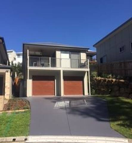 Brand new 2bed unit in Private setting - Everton Hills - Rekkehus