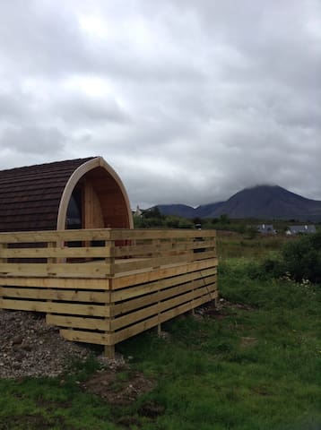 Amazing sea views from our pods - Broadford - Skjul
