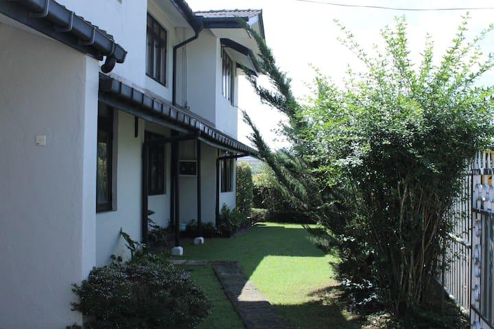 Orange Bedroom @ 12/3 Upper Lake Road Nuwara Eliya - Nuwara Eliya - Huis