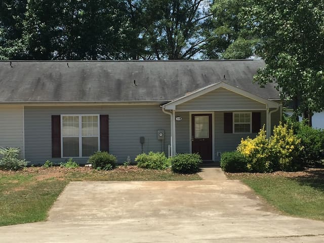 Property B -  2 Bedroom home in secluded cove - Eatonton - Hus