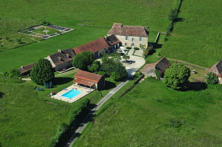 Spacious 18th Century farmhouse on authentic farm. - Cause-de-Clérans