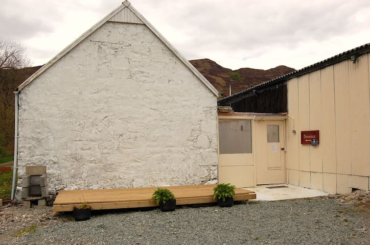 Whitefalls Retreats Bunkhouse -Twin - Highland