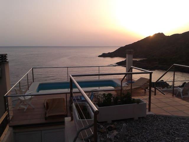 Espectaculares vistas al mar y paz. En ParcNatural - El Port de la Selva - Daire