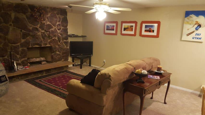 Mother-in-Law Apt & Hot Tub - Cottonwood Heights - Lägenhet