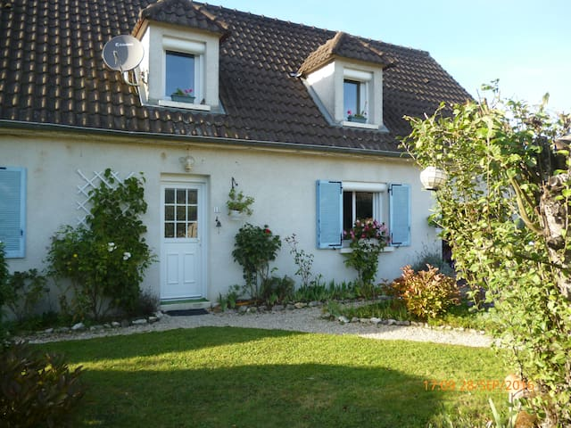For a delightful and charming moment! - Lusigny-sur-Barse - Hus