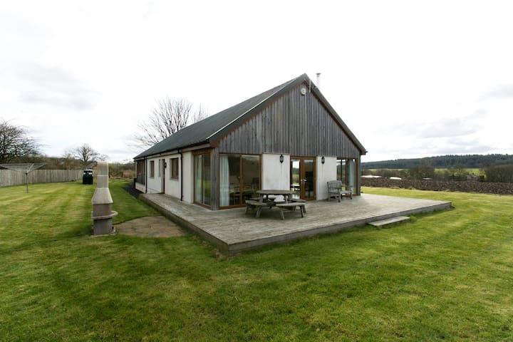 Idyllic Country Cottage Sleeps 8 - Dunfermline