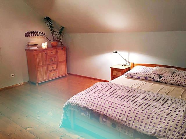 Cozy village climat, sleep in green area - Bobrek - Casa