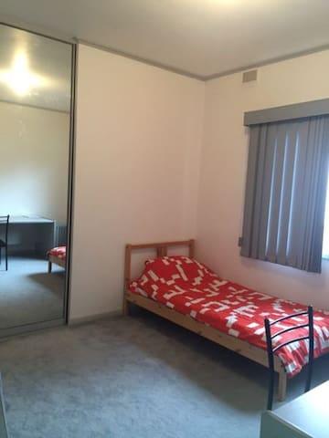 Cosy Room in Dernancourt Adelaide - Dernancourt - Hus