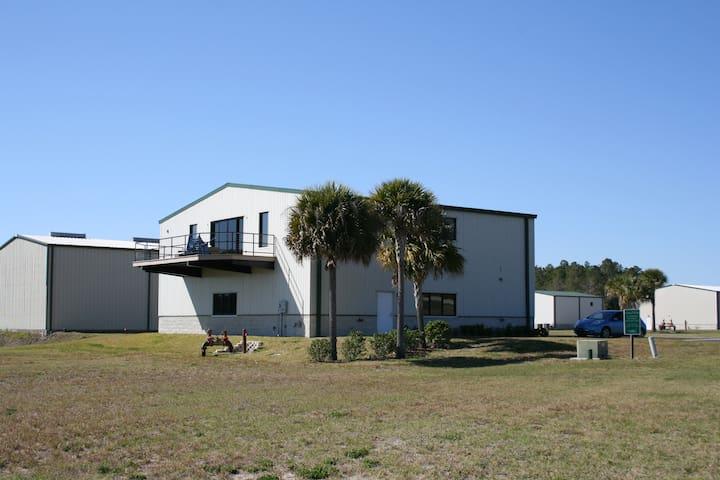 Hangar Loft near Orlando - Apopka