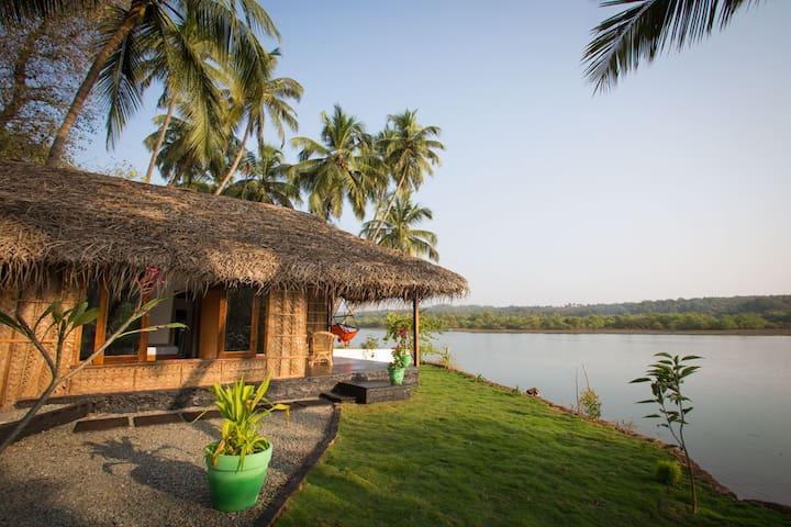 Luxury AC Riverfront Cottage - Rajbag-Patnem Beach - Canacona - Barraca