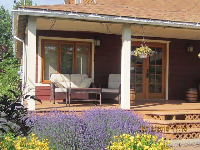 Beautifully restored 1912 Farm House - Kaleden - Ev