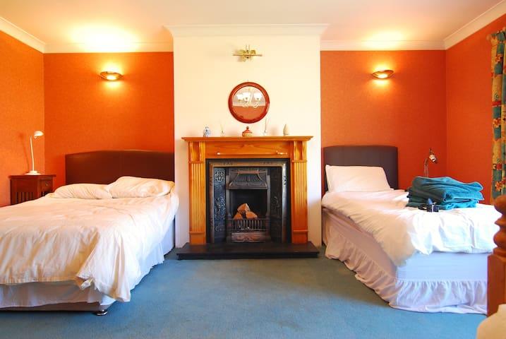 Spacious room in Rush, close to beaches & airport - Rush