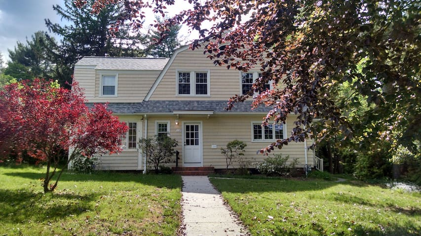 Spacious Home A Stone's Throw from Wesleyan - Middletown - Dom