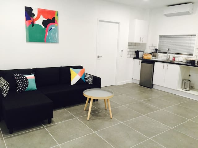 Brand new fully contained apartment - Upper Mount Gravatt - Daire