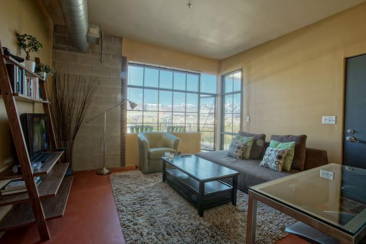 Loft Space Downtown | Great View | Fiber Internet - Salt Lake City - Apartment