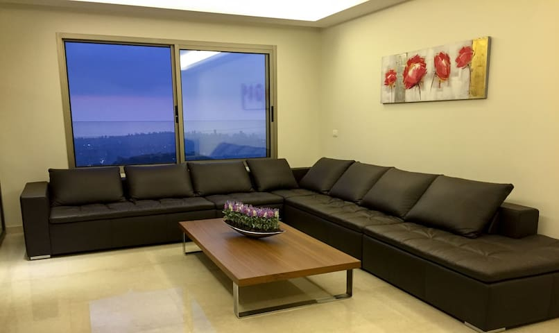 Cosy Apartment in Ain Saadeh (with view) - Beirut - Leilighet