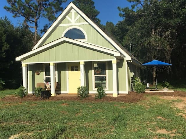 Tranquility Base Cottage - Fairhope