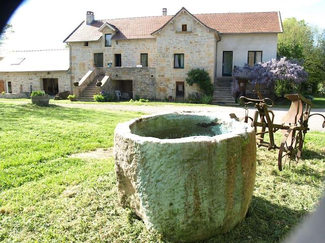 Maison de campagne spacieuse pour vos  vacances - Caylus