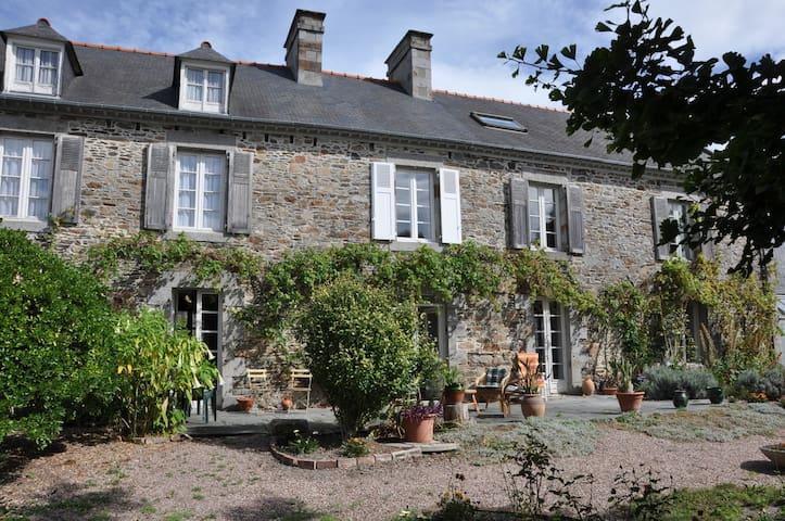 Magnifique presbytère aux portes du Mont St-Michel - Le Vivier-sur-Mer - Huis