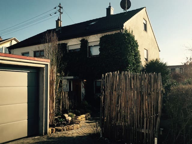 Schönes Haus bei Stuttgart/ WLAN / ganze DHH - Wernau (Neckar) - Hus