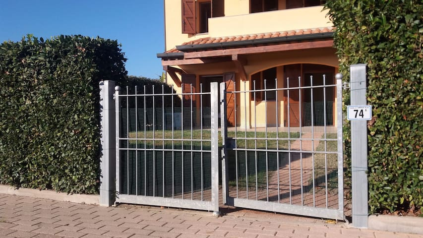 Bilocale in campagna con giardino a  Baratti - Campiglia Marittima - Apartamento